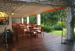 seasands lodge outdoor dinning area